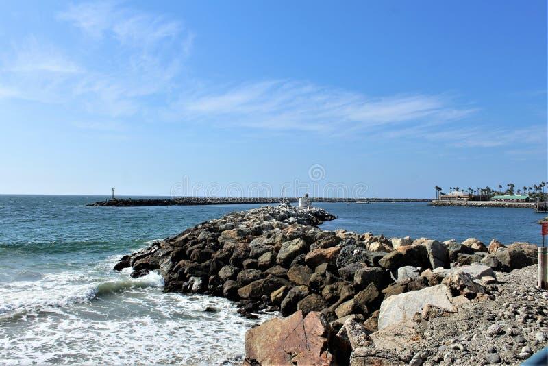 Punto di vista scenico di riva dell'oceano del lato dell'oceano di Portifino California a Redondo Beach, California, Stati Uniti immagini stock libere da diritti