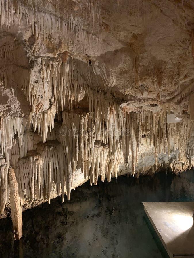 Punto di vista splendido di Crystal Caves delle Bermude fotografia stock libera da diritti