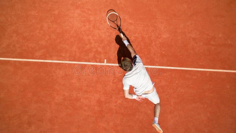 Punto di vista superiore del tennis nell'azione fotografia stock libera da diritti
