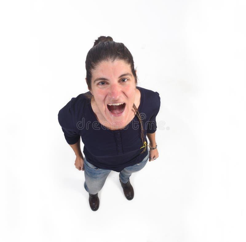 Punto di vista superiore della donna che grida sul fondo bianco fotografie stock