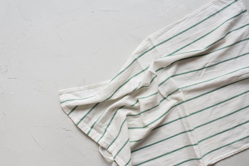 Punto di vista superiore di Grey Table Striped Crumpled Napkin fotografie stock