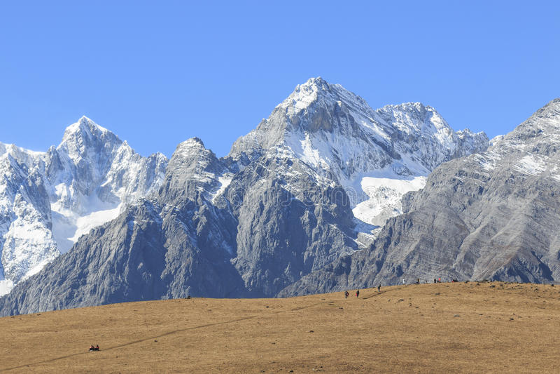 Punto di vista vicino di Jade Dragon Snow Mountain nel Yunnan, Cina fotografia stock
