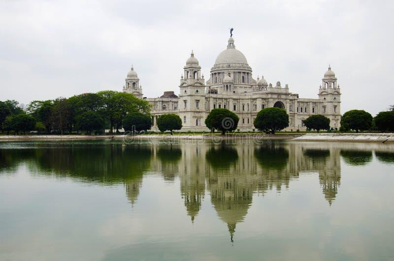 Punto di vista di Victoria Memorial Hall Attualmente serve da museo Calcutta, il Bengala Occidentale fotografia stock