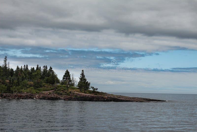 Punto en la orilla del norte del lago Superior imagen de archivo libre de regalías
