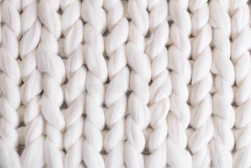 punto grande de la tela escocesa blanca manta hecha punto coleta de la textura imagen de archivo