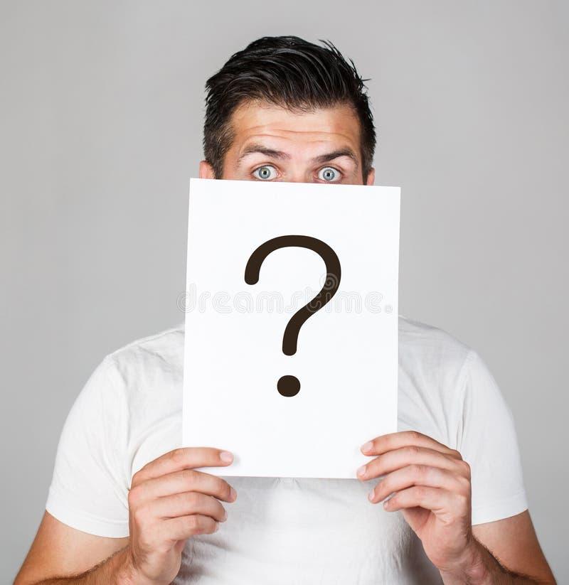 Punto interrogativo, simbolo Maschio Pensivo Una domanda Dubbio sull'autore del punto interrogativo Problemi e soluzioni Recupero immagine stock libera da diritti