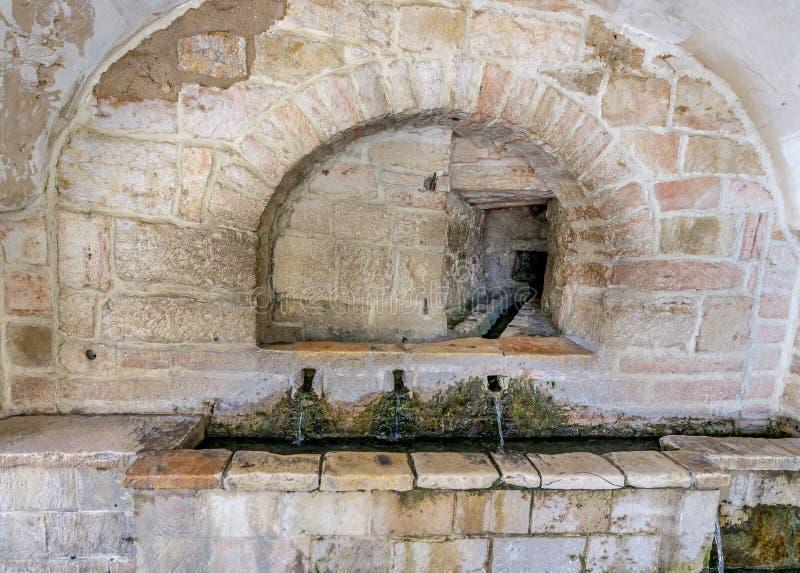 Punto pubblico antico con la molla di acqua santa, Gerusalemme fotografia stock libera da diritti