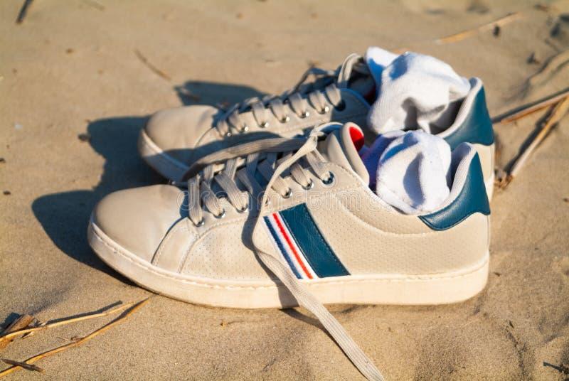 Puntone Scarlino, Maremma Toscane, Italie Chaussures sales prêtes pour marcher sur la plage photographie stock libre de droits