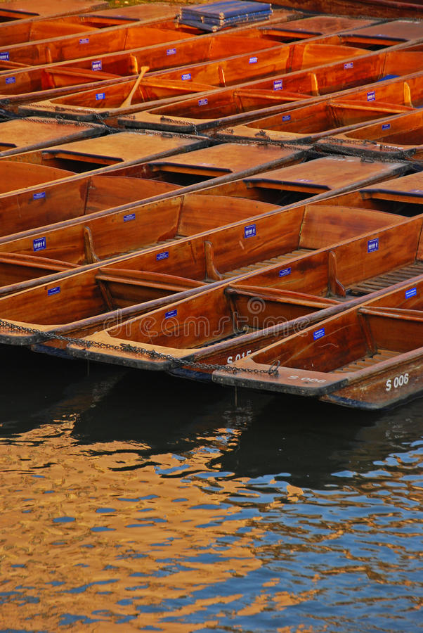 Download Punts Docked At Riverside In Cambridge Stock Photo - Image of hours, over: 32192714