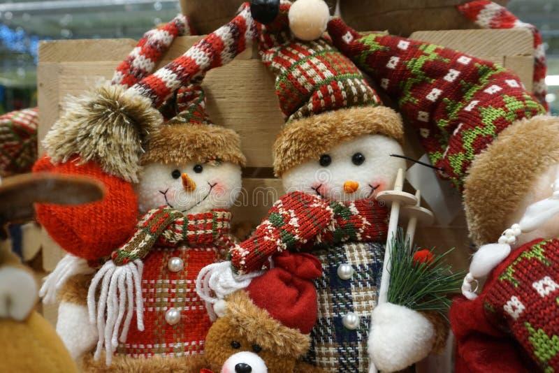 Pupazzi di neve svegli sul fondo di Natale immagini stock libere da diritti