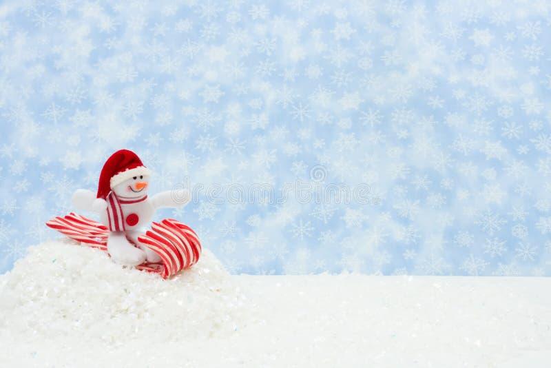 Pupazzo di neve che ha divertimento fotografie stock libere da diritti