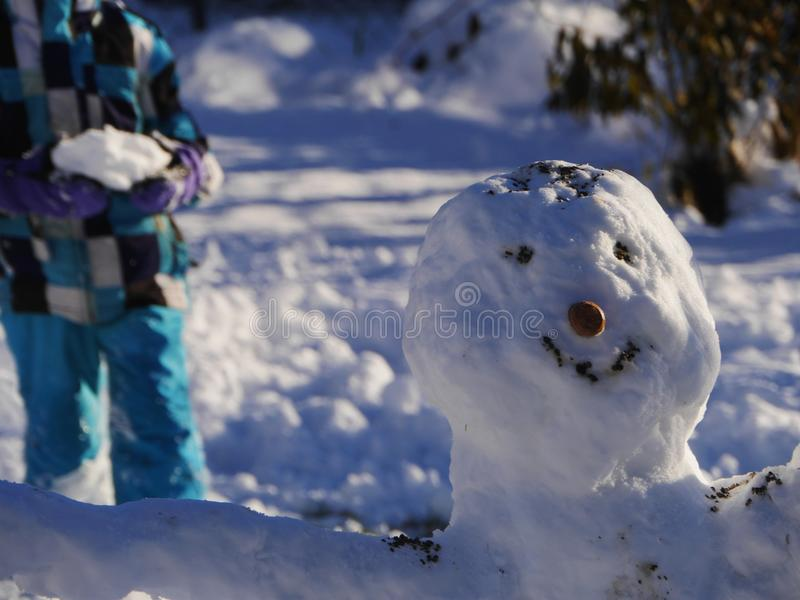 Pupazzo di neve della costruzione fotografie stock libere da diritti
