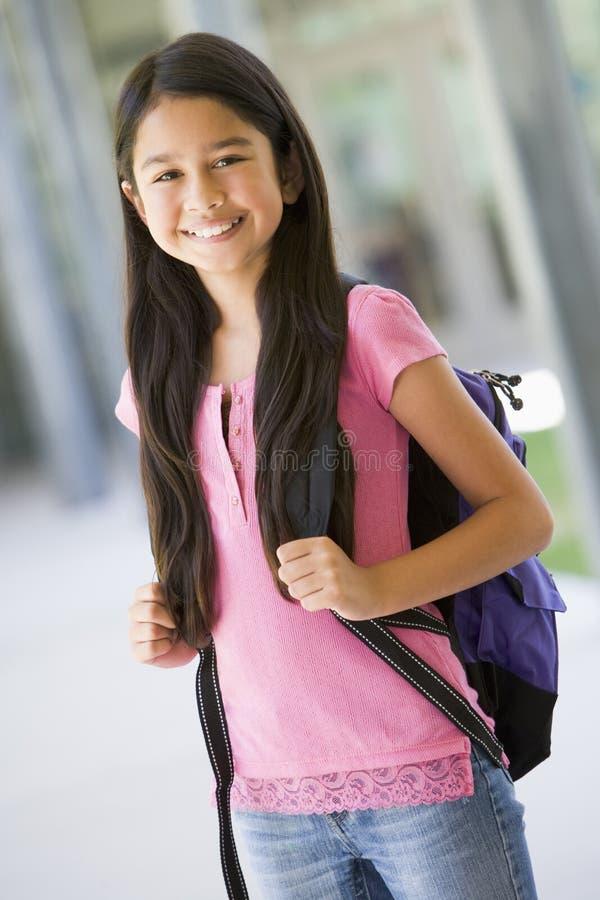Pupila da escola primária fora fotos de stock