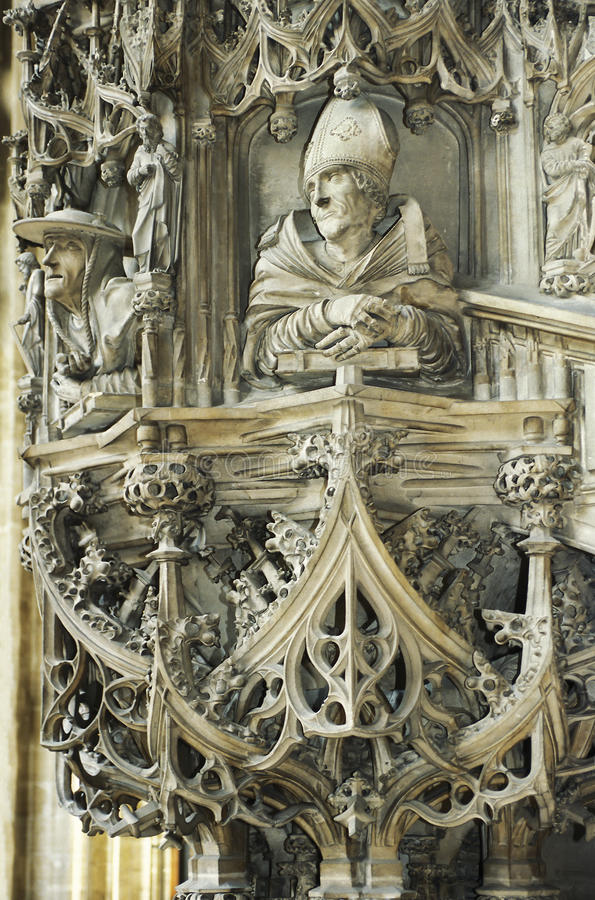 Pupitre dans la cathédrale de Vienne photos stock