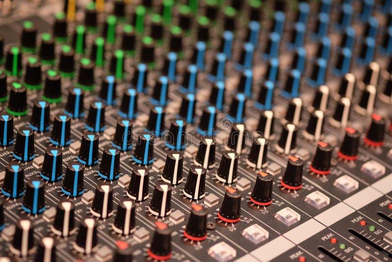 Pupitre de commande audio photographie stock