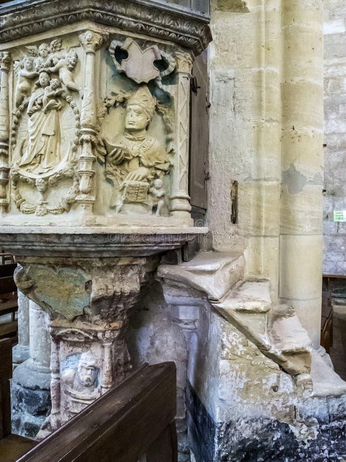 Pupitre de pierre de la Renaissance à la basilique de notre Madame, Basilique Notre-Dame dans Avioth, France photos stock
