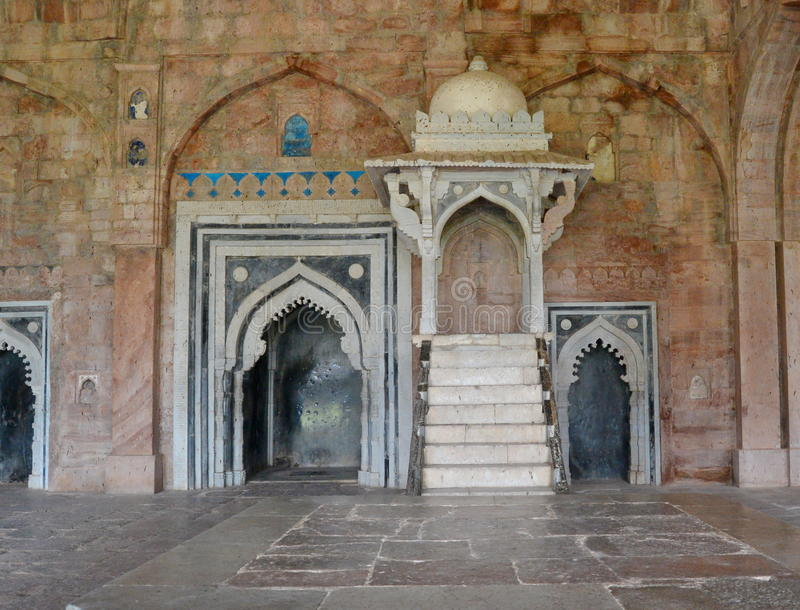Pupitre ou Minbar chez Jami Mosque Mandav photo stock