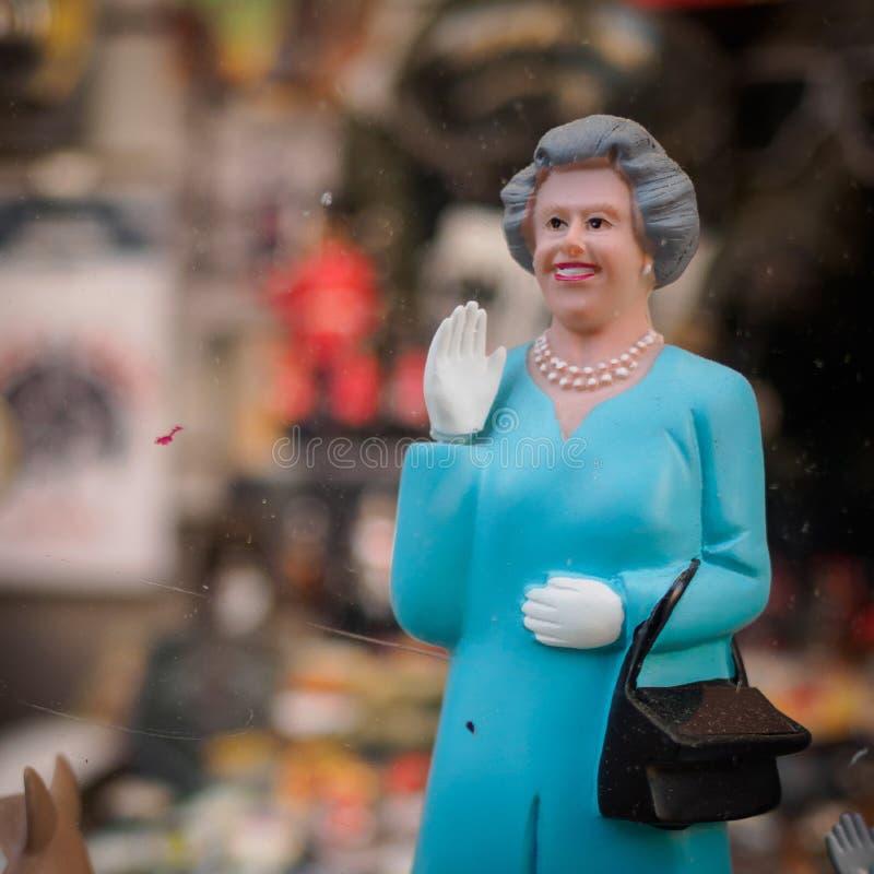 Puppe der Königin Elizabeth II, Portobello-Straßen-Markt London, 2017 lizenzfreie stockfotografie