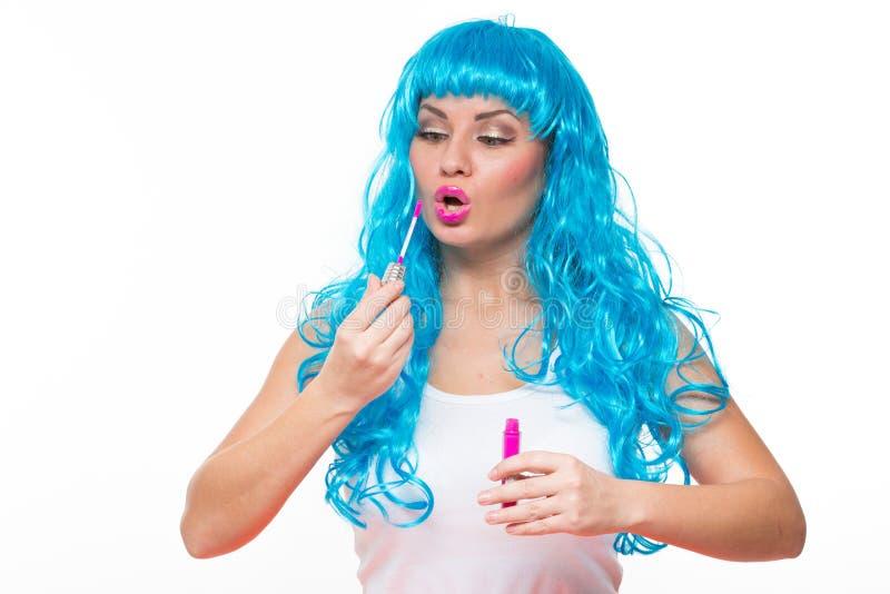 Puppe des jungen Mädchens mit dem blauen Haar Lippenstift stockfoto