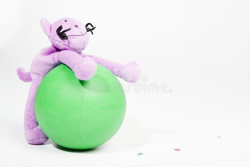 Puppe mit Kugel lizenzfreie stockbilder