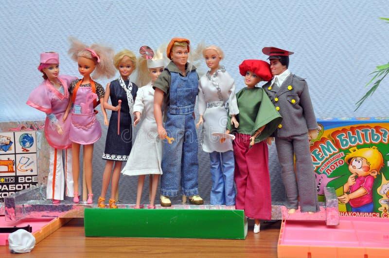 Puppen, die verschiedene Berufe darstellen stockbild