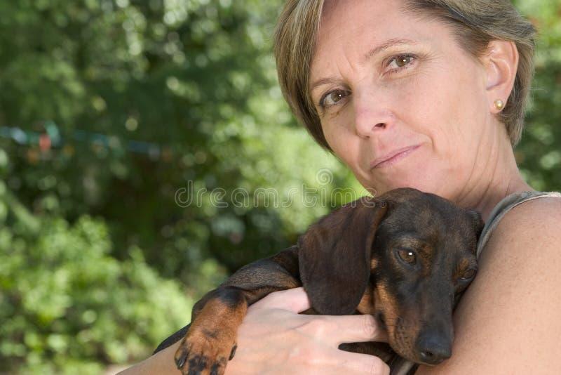 puppy woman στοκ εικόνες