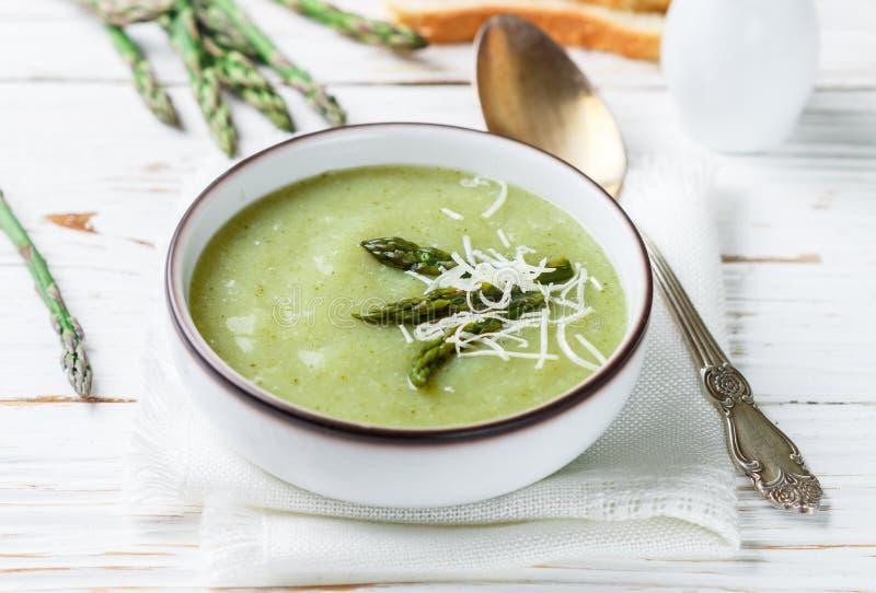 Puré da sopa do aspargo Dieta saudável culinária do vegetariano imagens de stock royalty free