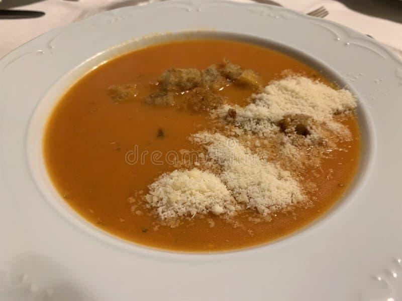 Puré do tomate ou sopa italiana do creme do tomate - Passata di pomodoro imagem de stock