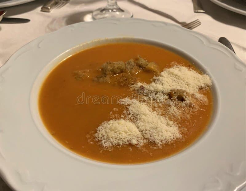 Puré do tomate ou sopa italiana do creme do tomate - Passata di pomodoro foto de stock royalty free