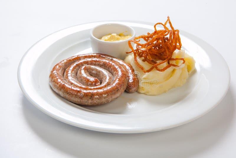 Purée de pommes de terre et saucisse ou bratwurst rôtie du plat blanc photographie stock
