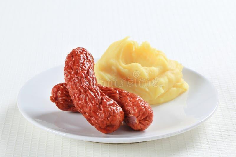 Purée de pommes de terre et saucisses images stock