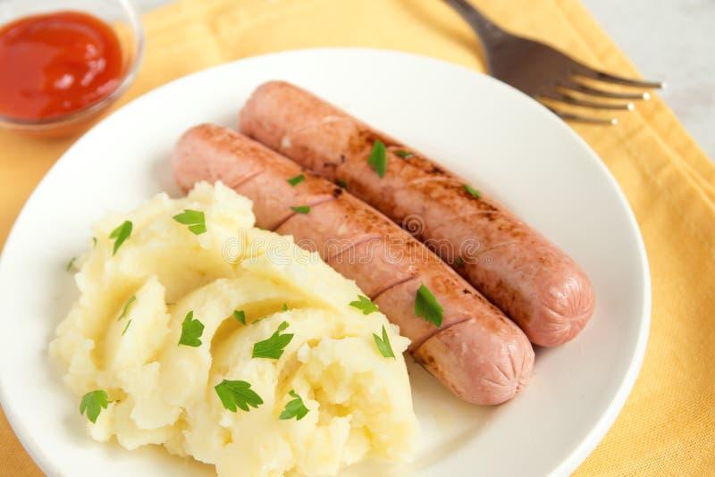 Purée de pommes de terre et saucisses photo libre de droits