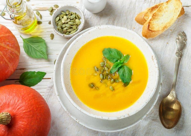 Purée végétarienne diététique de soupe à crème de potiron image libre de droits