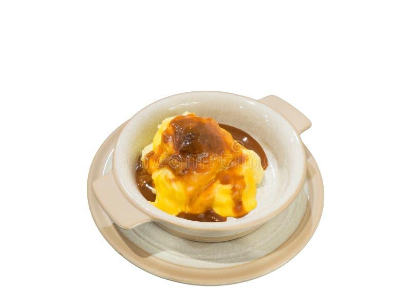 Purés de patata con el queso aislado en el ingenio blanco del fondo imagen de archivo libre de regalías