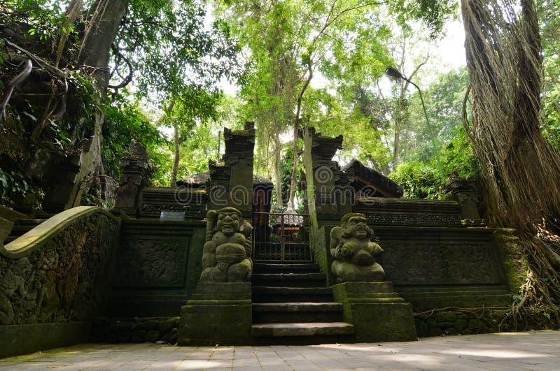 Pura Beji Templet av den heliga våren ApaskogPadangtegal by Ubud _ Indonesien arkivbilder