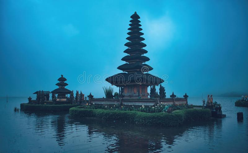 Pura Bratan, Bali, Indonésie Temple antique de l'eau de Balinese photos stock