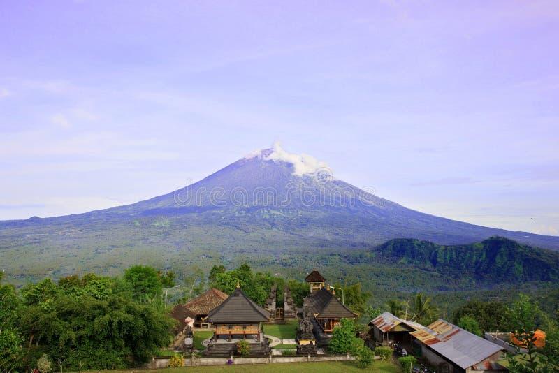 Pura Lempuyang świątynia z górą Agung w Bali, Indonezja obrazy stock