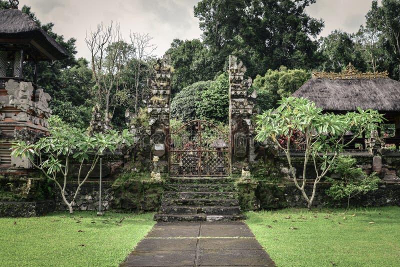 Pura Luhur Batukau Batukaru Hindu tempel royaltyfri bild