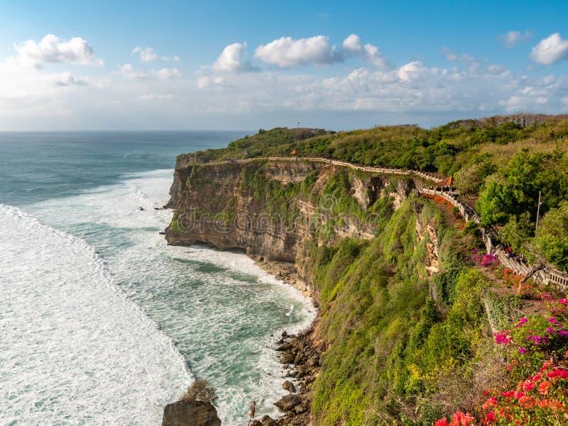 Pura Luhur Uluwatu Temple, Bali, Indonesia Paesaggio stupefacente - immagini stock libere da diritti