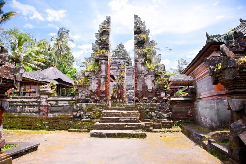Pura Mengening i Tampaksiring, Bali royaltyfri fotografi