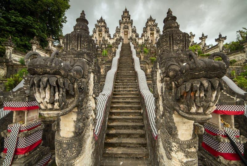 Pura Penataran Agung Lempuyang på Bali, Indonesien royaltyfri bild