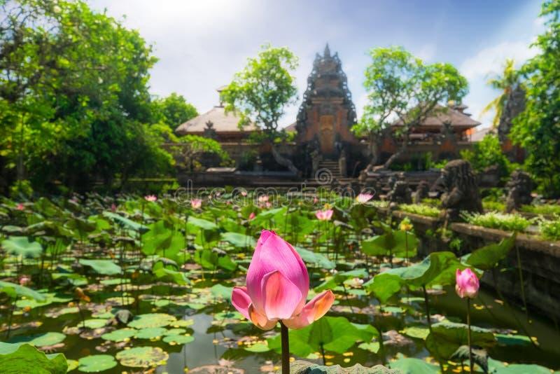 Pura Saraswati Hindu-tempel in Ubud, Bali, Indonesië royalty-vrije stock foto