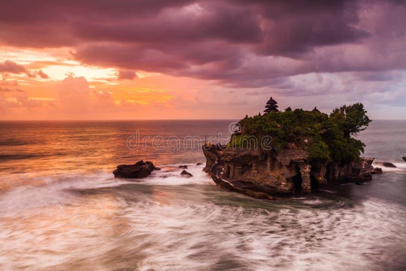 Pura Tanah udział przy zmierzchem, Bali fotografia royalty free