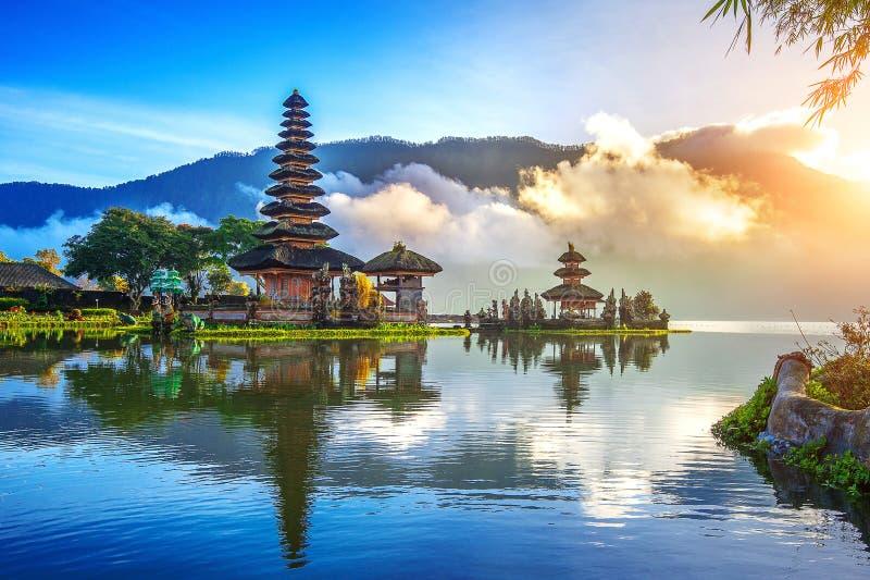 Pura ulun danu bratan寺庙在巴厘岛 免版税库存照片