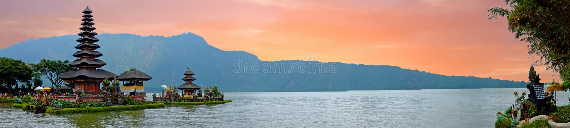 Pura Ulun Danu Bratan,在Bratan湖,巴厘岛,印度尼西亚的印度寺庙 库存图片