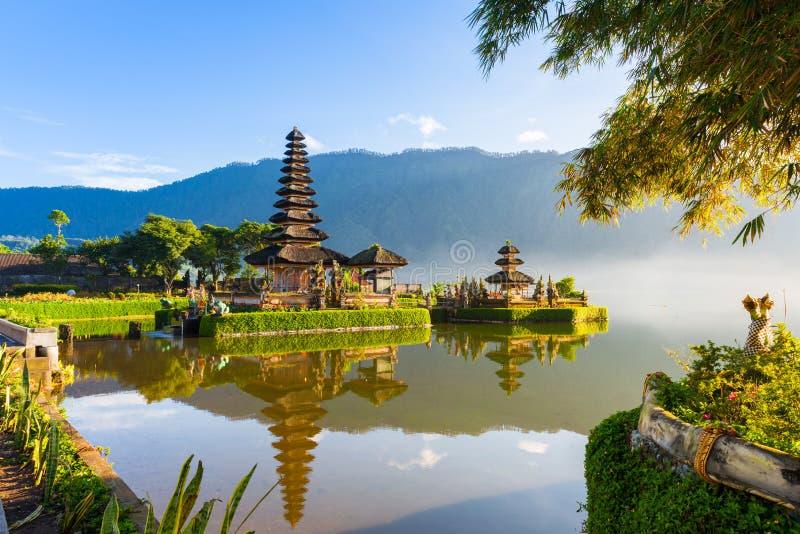 Pura Ulun Danu Bratan στην ανατολή, Μπαλί, Ινδονησία στοκ εικόνες