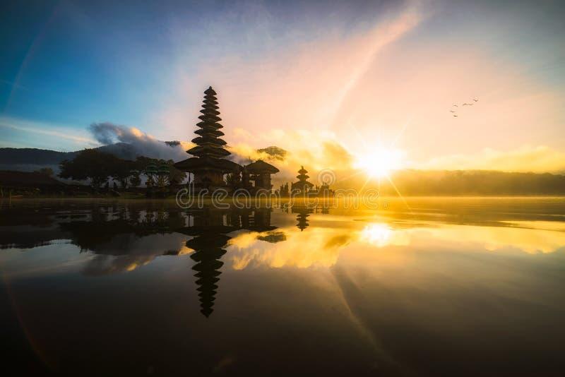 Pura Ulun Danu Bratan Бали Индонезия, индусский висок на lak Bratan стоковые фотографии rf