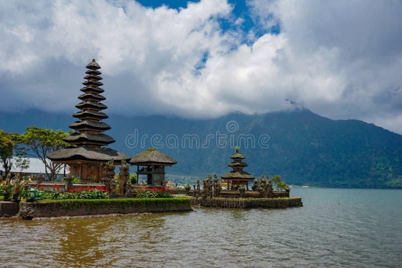 Pura Ulun Danu Bratan es un templo importante de Shivaite y del agua en la isla de Bali, Indonesia fotos de archivo libres de regalías