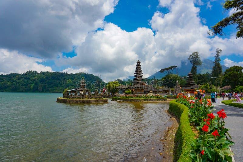 Pura Ulun Danu Bratan est un temple important de Shivaite et d'eau sur l'?le de Bali, Indon?sie photos stock