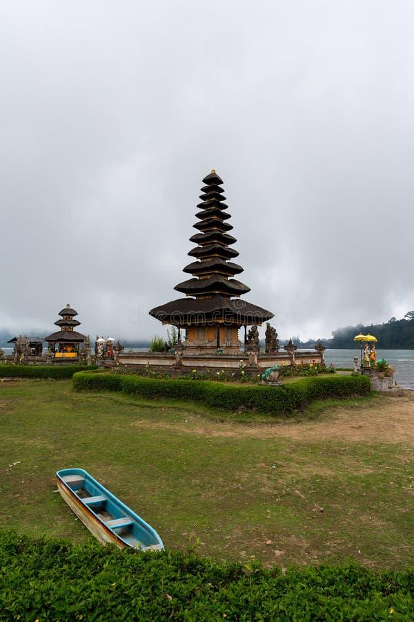 Pura Ulun Danu vattentempel på en sjö Beratan _ arkivfoton